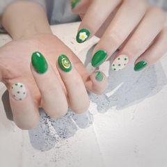 绿色圆形夏天波点花朵美甲图片