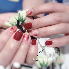 红色金箔圆形晕染新娘显白美甲图片