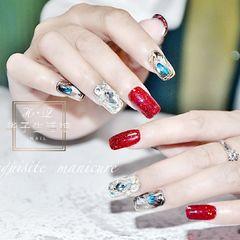 红色方形晕染贝壳片钻饰新娘美甲图片