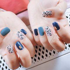 蓝色圆形手绘豹纹美甲图片