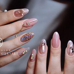 圆形粉色钻日式金属饰品新娘甲👰 上手全是新品✨好像专门为你准备的哦[奸笑]美甲图片