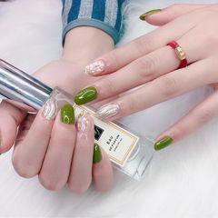绿色圆形贝壳片水波纹夏天金箔美甲图片