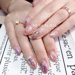 圆形夏天水波纹晕染贝壳片金箔粉色钻美甲图片
