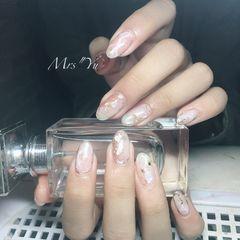 圆形粉色白色晕染贝壳片金箔日式美甲图片