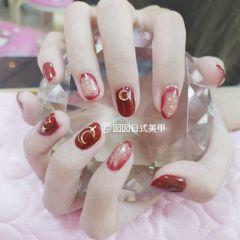 圆形日式红色晕染金箔月亮美甲图片