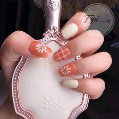 橙色方圆形夏天花朵简约上班族短指甲手绘格纹美甲图片