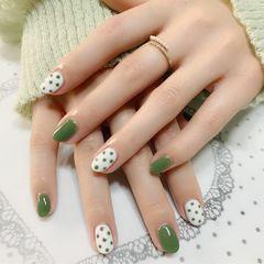 圆形绿色白色波点美甲图片