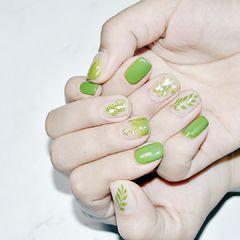 绿色晕染金箔贝壳片清新星月美甲图片