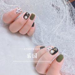 绿色方圆形夏天波点简约跳色短指甲白色美甲图片