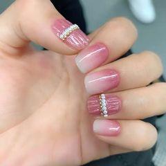 水波纹方圆形粉色渐变珍珠夏天美甲图片