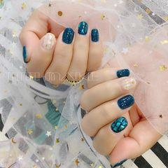 蓝色简约金箔贝壳片圆形美甲图片