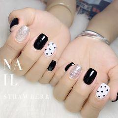 简约可爱黑色方圆形白色波点美甲图片