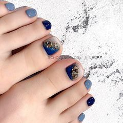 晕染脚部蓝色钻夏天美甲图片
