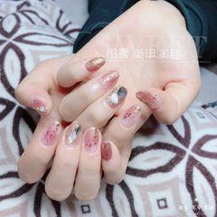 圆形粉色晕染金箔贝壳片日式美甲图片