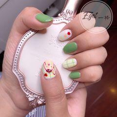 绿色圆形夏天手绘格子可爱美甲图片