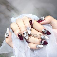 圆形酒红色白色钻跳色珍珠美甲图片