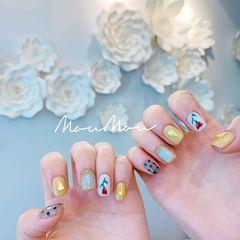 方圆形短指甲夏天黄色蓝色手绘波点花朵跳色美甲图片