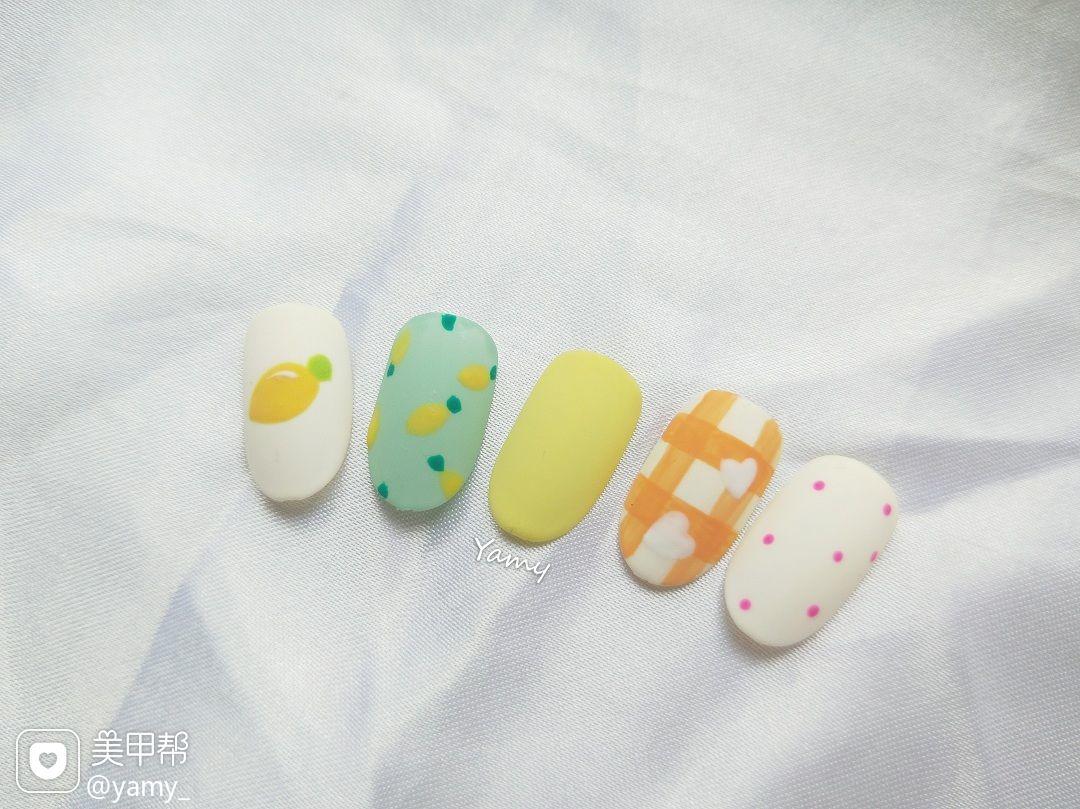 黄色橙色绿色彩色圆形夏天波点水果磨砂美甲图片