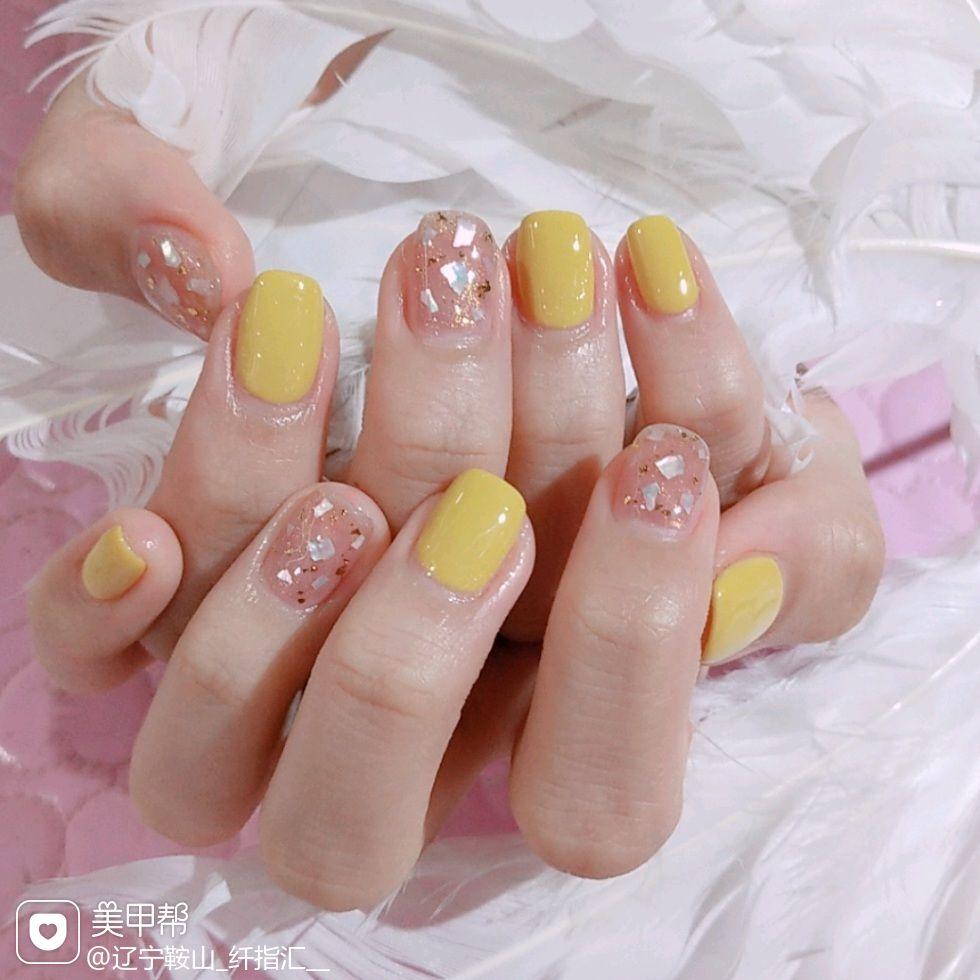 方圆形黄色贝壳片金箔美甲图片