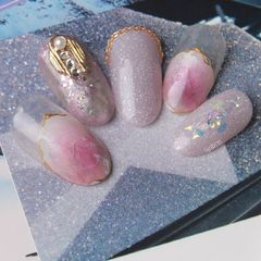 圆形日式粉色金色晕染钻金属饰品美甲图片