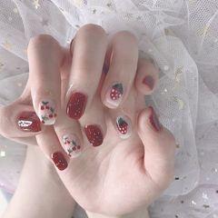 圆形简约波点红色水果草莓美甲图片