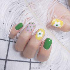 绿色黄色圆形夏天花朵跳色波点🌸🌸🌸美甲图片