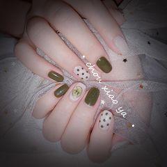 绿色方圆形夏天波点跳色短指甲干花美甲图片