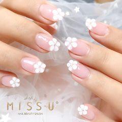 圆形裸色白色花朵法式新娘日式美甲图片