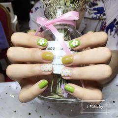 黄色绿色圆形波点花朵跳色夏天美甲图片