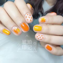 黄色圆形波点晕染简约橙色夏天美甲图片