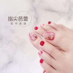 红色晕染夏天脚简约金箔新娘显白美甲图片
