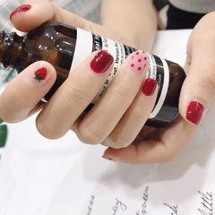 短指甲波点方圆形红色手绘草莓水果夏天美甲图片