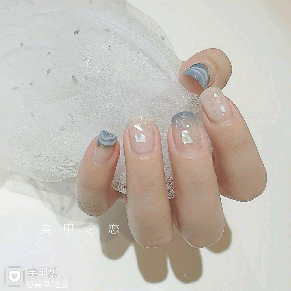 方圆形简约手绘蓝色白色贝壳片美甲图片