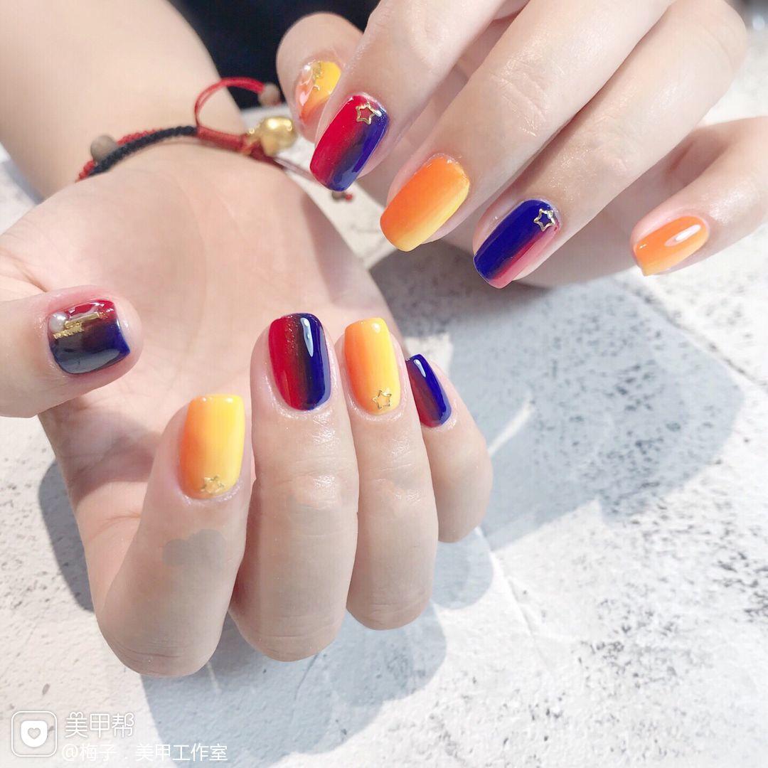 黄色橙色红色蓝色方圆形夏天跳色竖形渐变美甲图片