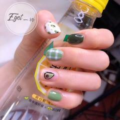 绿色方圆形夏天水果短指甲手绘可爱牛油果格纹一格原创,盗图必究!美甲图片