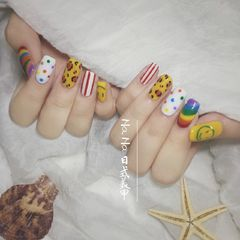 黄色方圆形夏天白色豹纹彩虹波点美甲图片