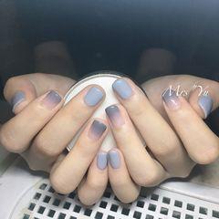方圆形灰色渐变短指甲简约美甲图片