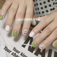 圆形绿色白色红色手绘彩虹波点短指甲夏天美甲图片