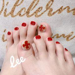 红色脚金属饰品显白美甲图片