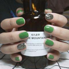 绿色方圆形夏天水波纹短指甲简约💚💚💚美甲图片