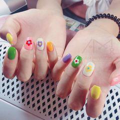 彩色方圆形花朵手绘跳色夏天美甲图片