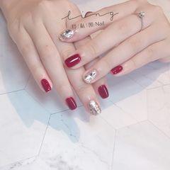 红色方形简约新娘美甲图片