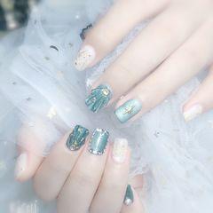 绿色方圆形跳色短指甲贝壳片金箔贝壳美甲图片