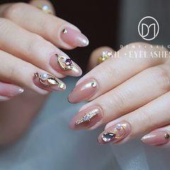 圆形粉色金属饰品钻新娘日式婚甲嫁衣系列👰美甲图片