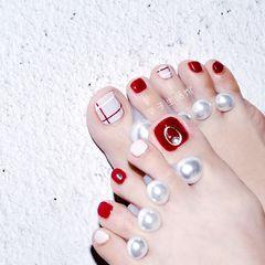 红色脚夏天简约白色线条美甲图片