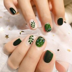 绿色方圆形夏天短指甲晕染手绘贝壳片树叶美甲图片