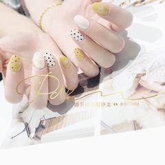 黄色圆形夏天跳色波点贝壳片美甲图片