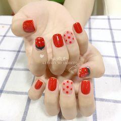 红色方圆形波点手绘水果草莓美甲图片