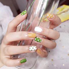黄色绿色方形夏天白色波点跳色美甲图片
