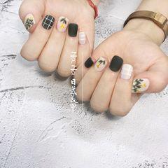 绿色方圆形手绘花朵格纹磨砂美甲图片